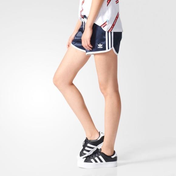 05d8b1dbfdedf adidas Originals Women's Slim Shorts Size LARGE NWT